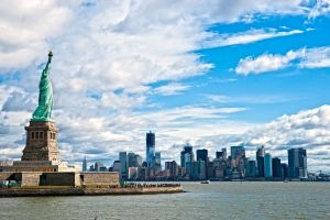 The-Statue-of-Liberty-and-Manhattan-Skyline-New-York-City-NY